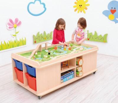 Speeltafel Met Opbergruimte.Speeltafel Op Wielen